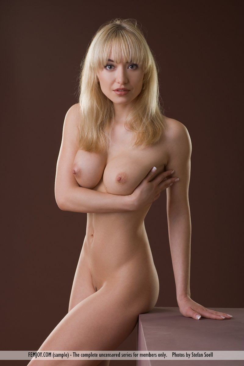 girls showing ther titts