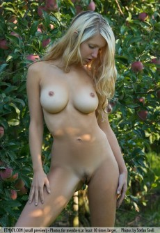 Sexy Model Hot Naked Tits