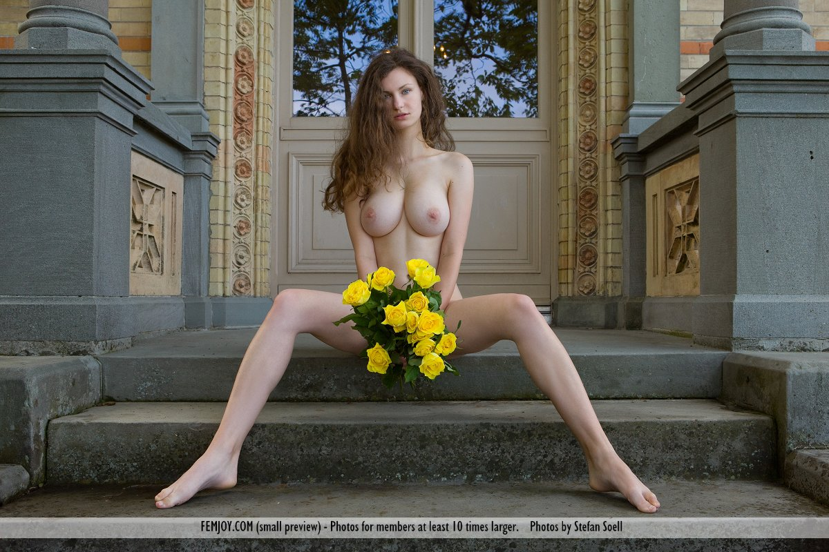 girls taking home pictures naked