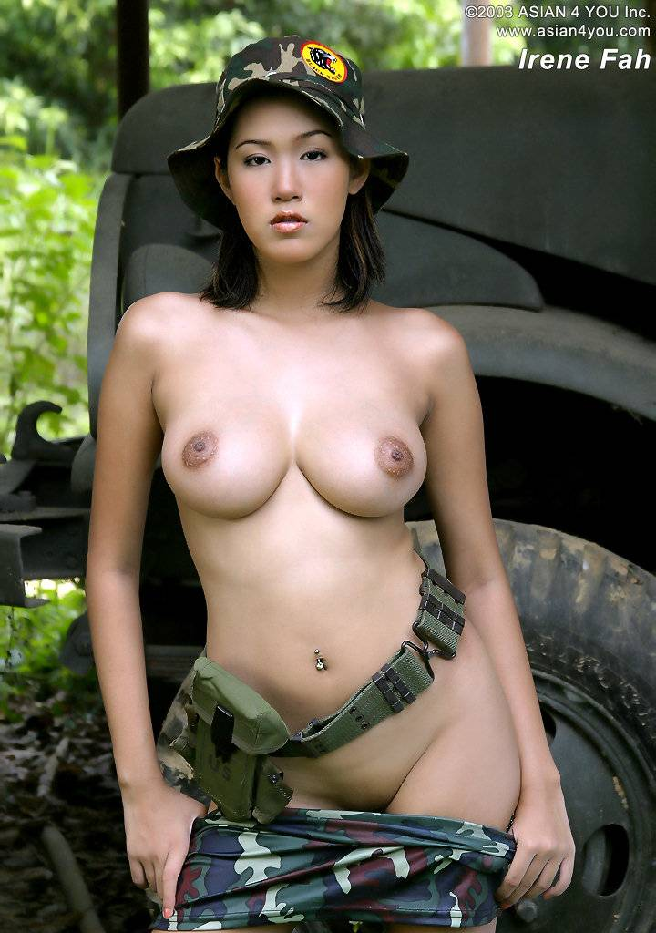 Nude girl on hummer