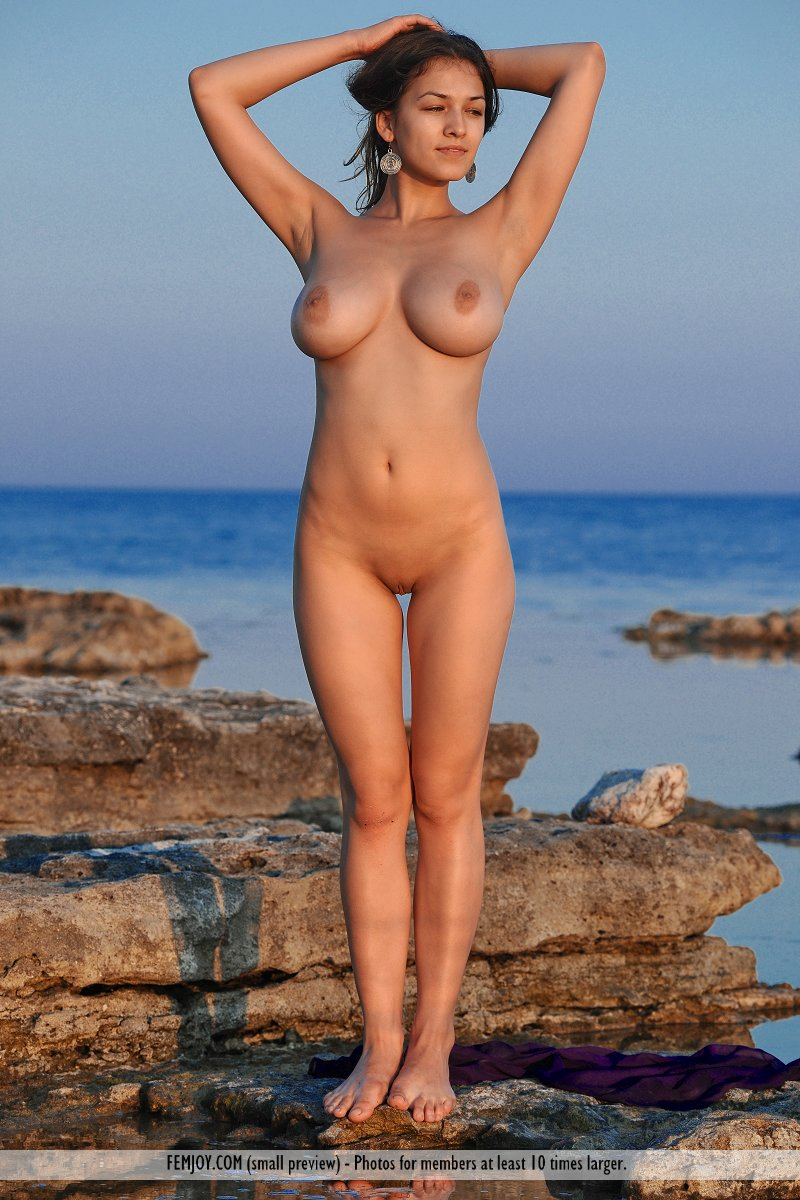 Big Boobs Woman At Beach Nude  Busty Girls Db-9788