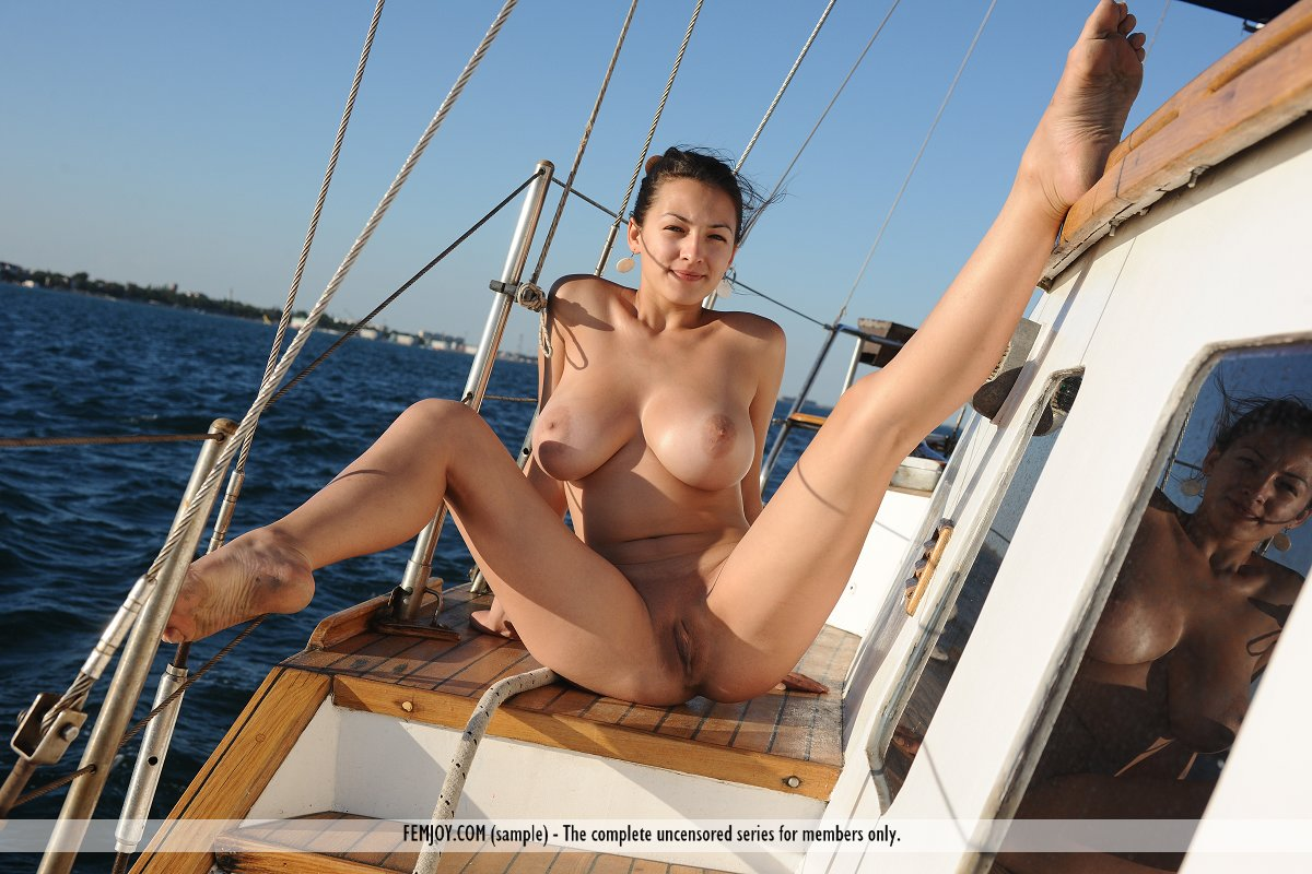 Big Tits Babe Naked On A Sailboat » Busty Girls DB
