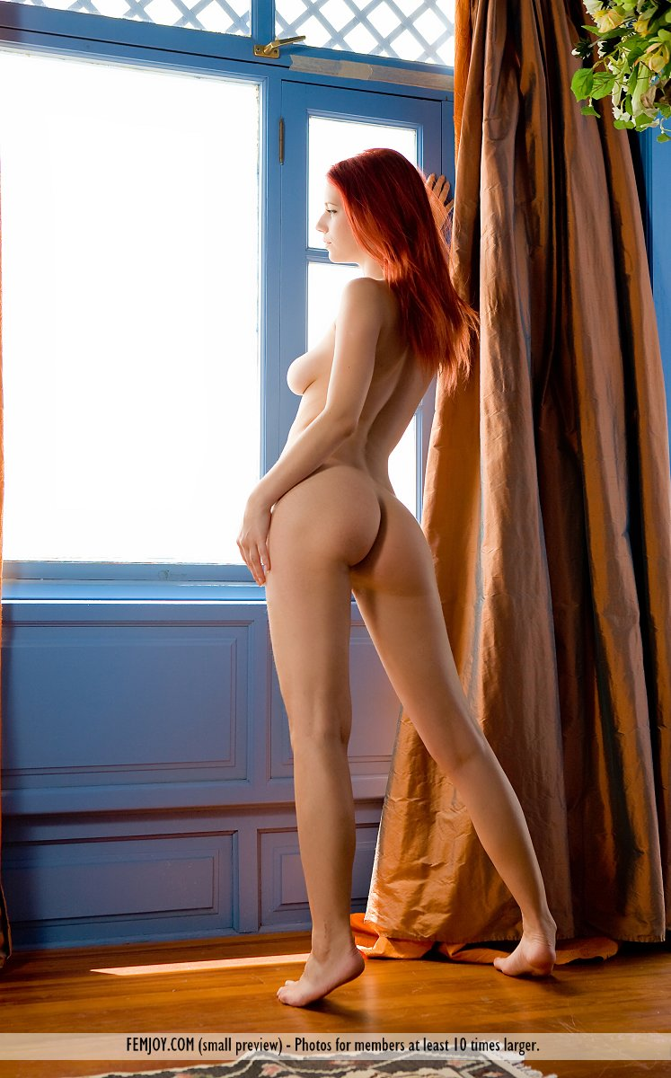 Girl naked in window mouth