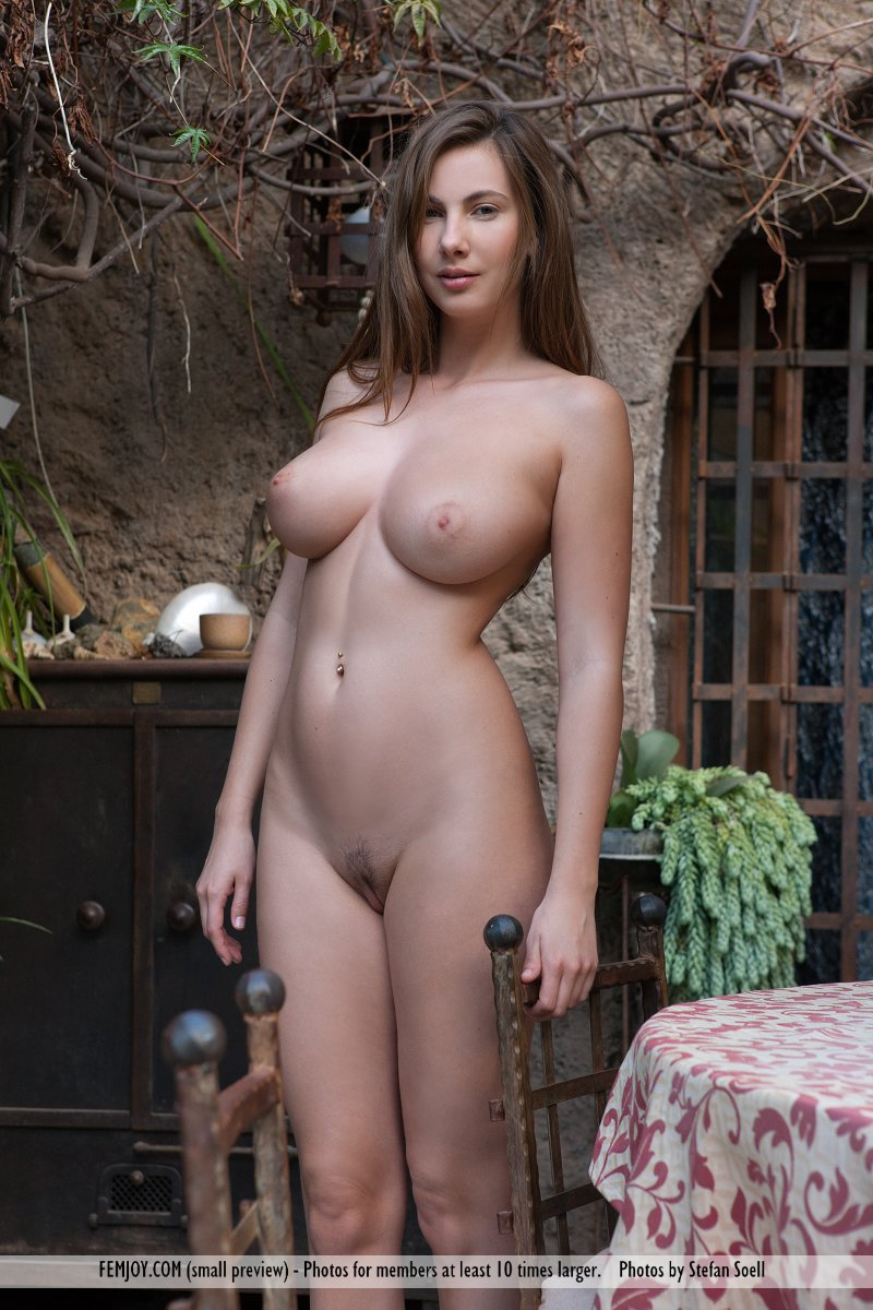 natural tits strip