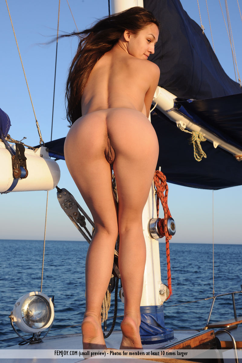 big-tits-on-sailboat