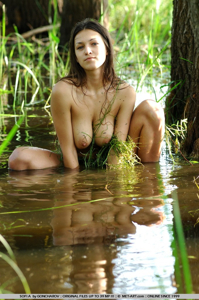 girl nude jungle Wild