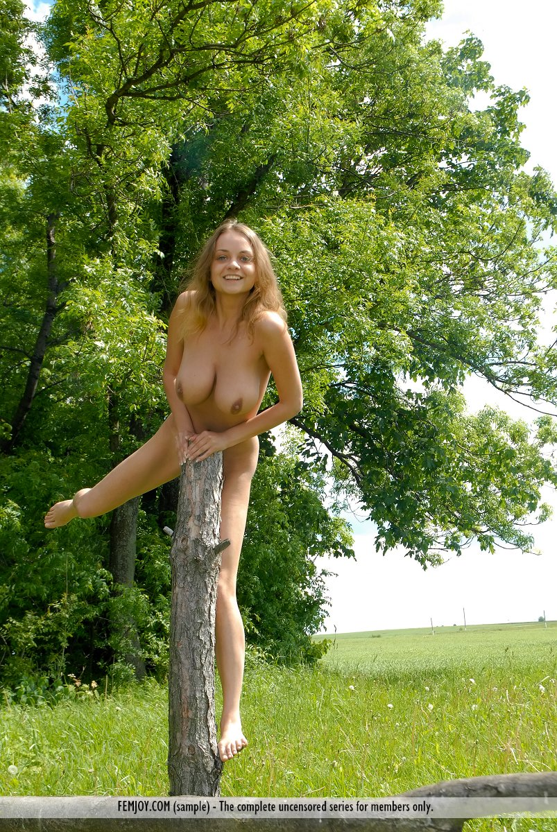 Country naked big tit sexy girl