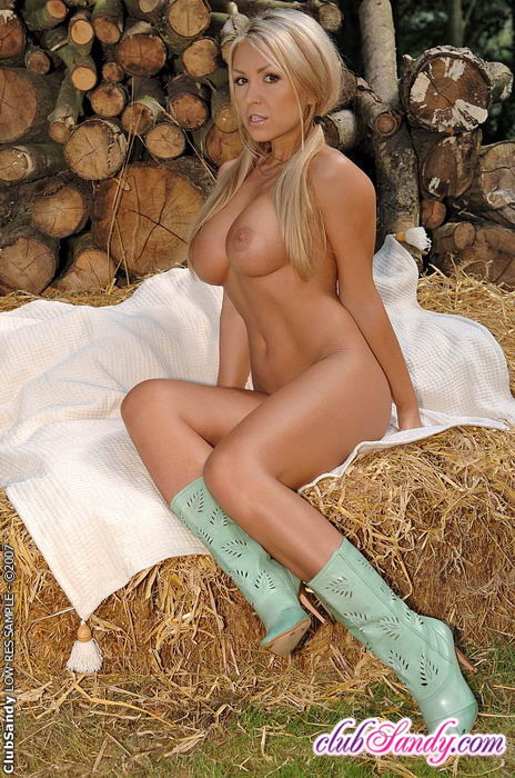 Naked Blonde Farmgirl » Busty Girls DB