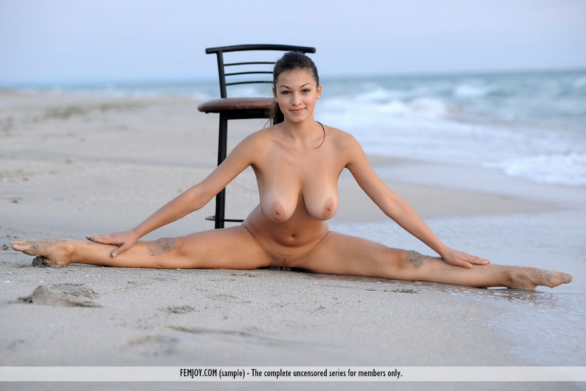 sexy nude girl doing splits naked