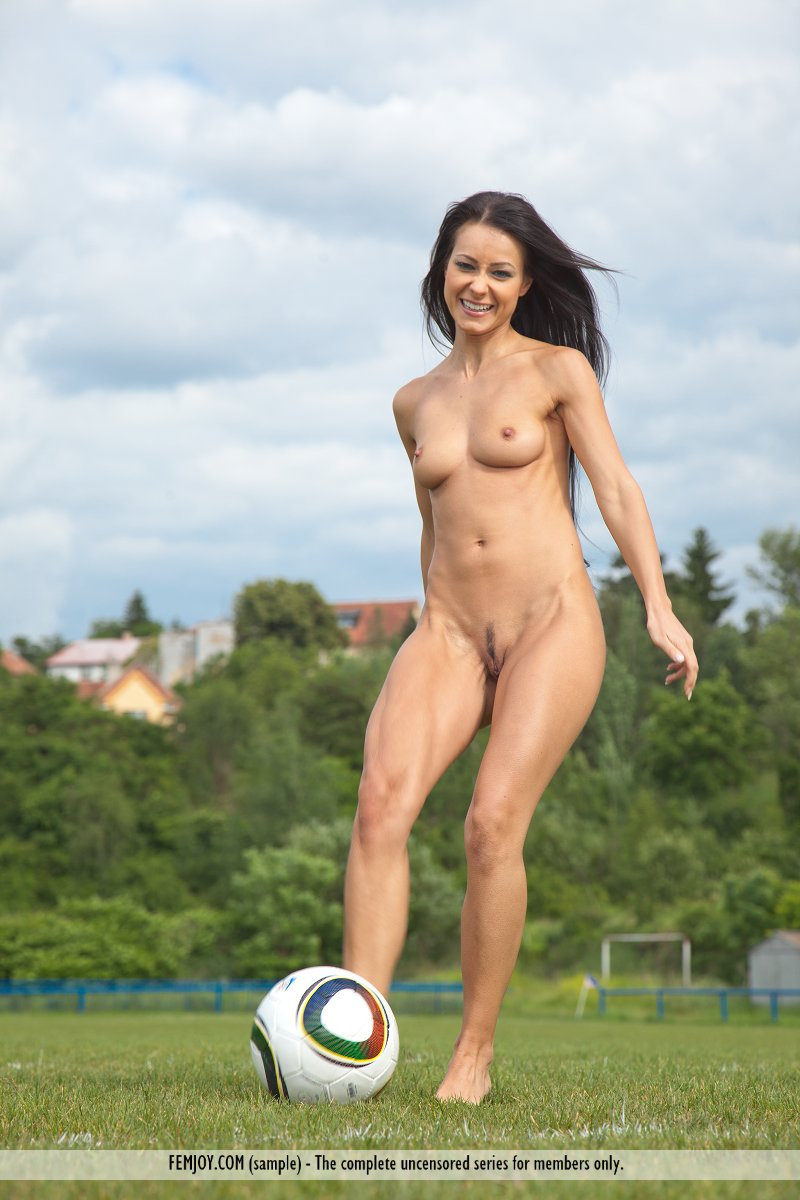 women sports playing naked and