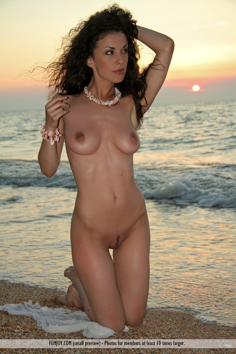 Exact answer busty nude beach girls naked realize, what