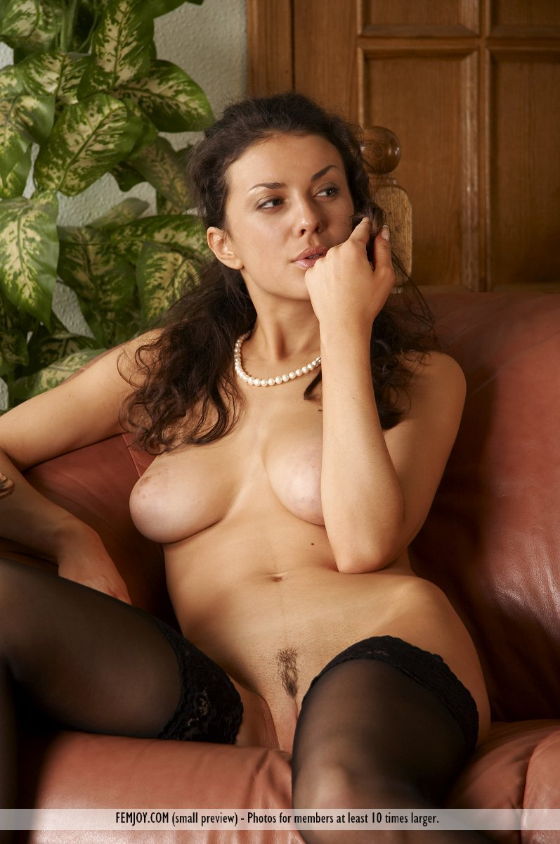 natural women Brunette nude