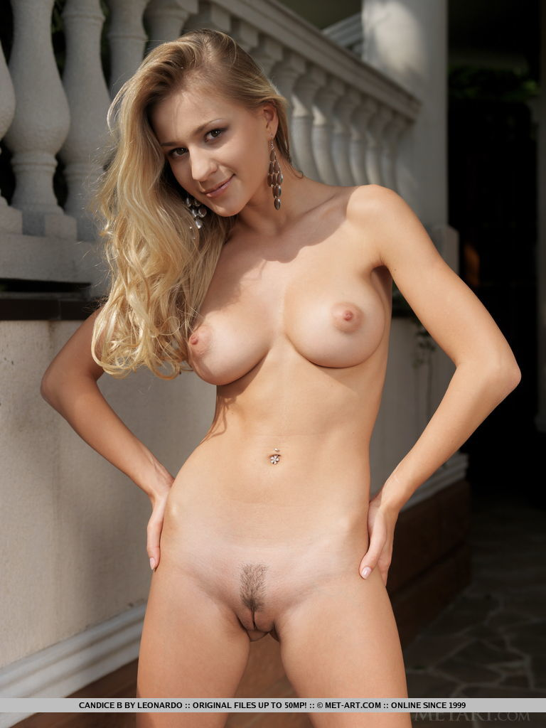 chick nsked blonde Sexy