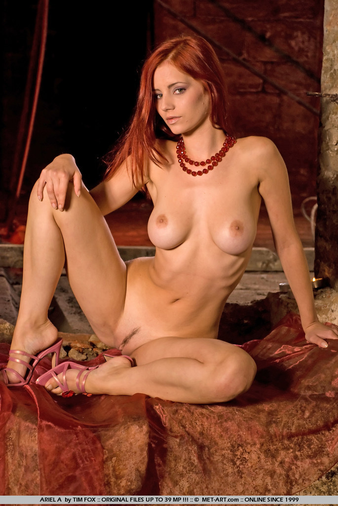 wide hip nude redheads