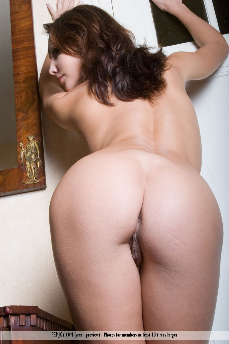 curvy girls bare ass