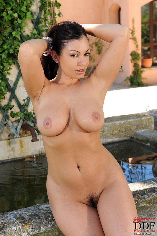 big tit full figured naked babe